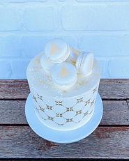 White Christmas Cake with Stencil Macaro