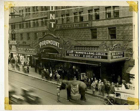 PHOTOGRAPH – PARAMOUNT MOVIE THEATRE – LOS ANGELES CALIFORNIA 1934