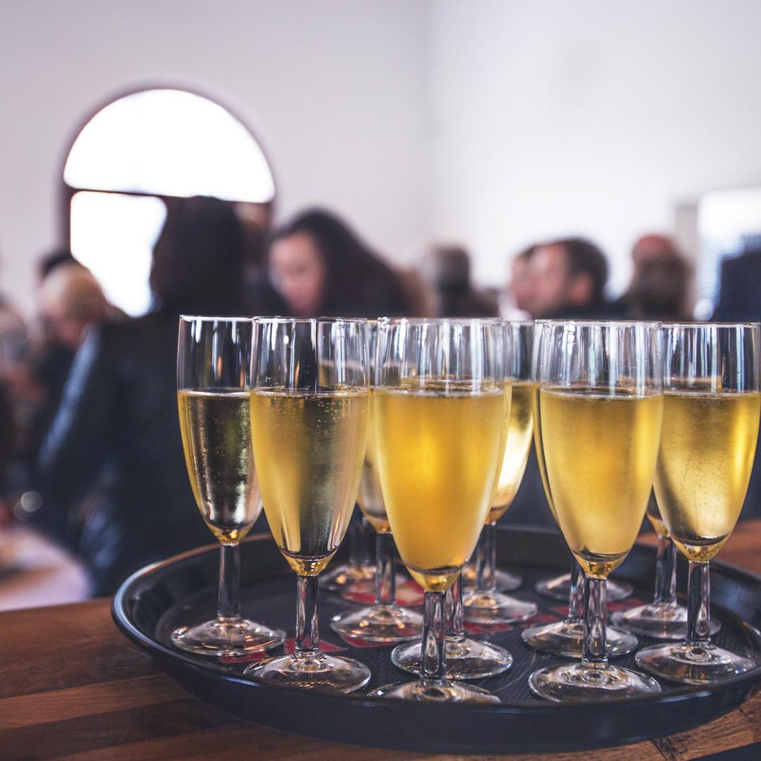 Vin mousseux à un événement spécial