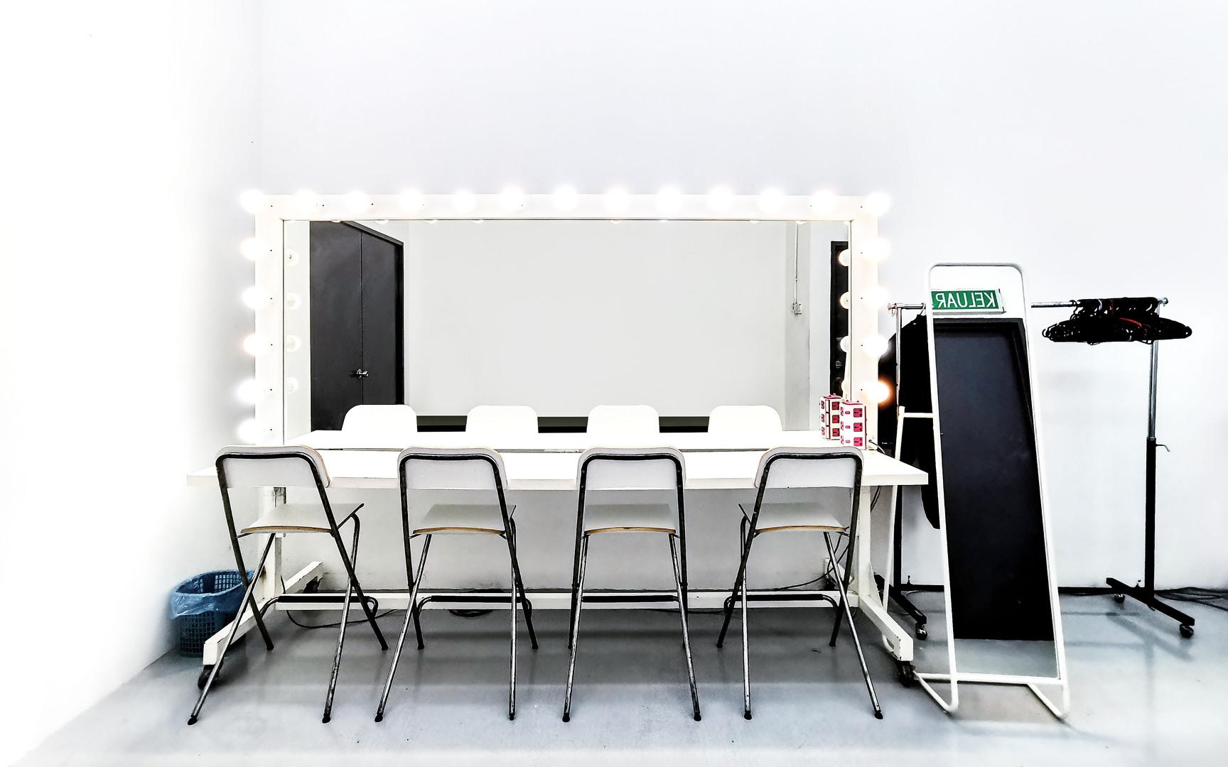 Studio Interior 06.jpg