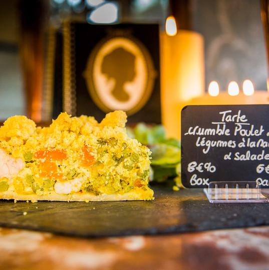 Tarte crumble au poulet et légumes à la marocaine