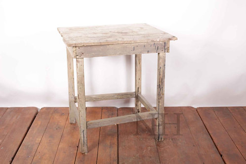 Rough pine table