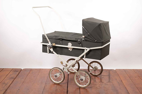 Carry cot on wheels