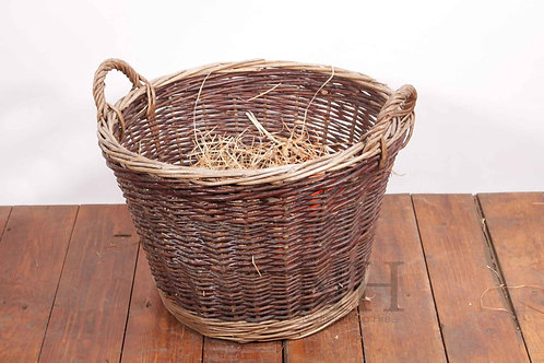 Basket with wood wool