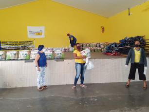 Valença - Alunos do projeto AABB Comunidade receberam cesta básica