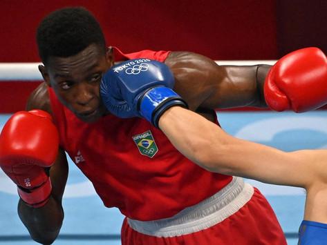 Boxeador almeidense Keno Marley vence adversário chinês e avança para quartas de final