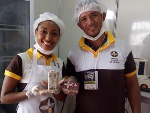 Estudantes de Gandu  mostram processo de fabricação do chocolate em Mini Fábrica-Escola instalada na
