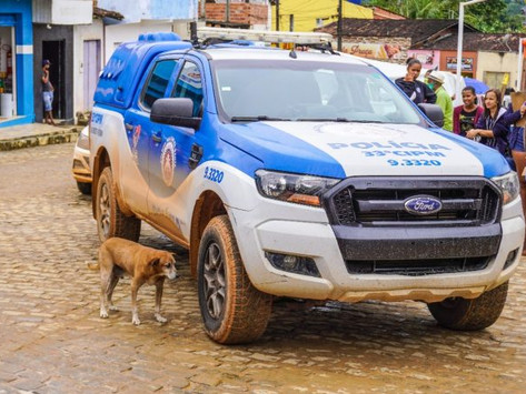 Nilo: Prefeitura entrega viatura para PM e barracas para feirantes de São Benedito