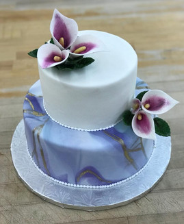 Two-Tier Wedding Cake with Purple Marbling and Calla Lily Flowers