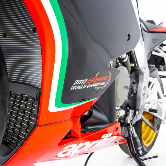 Aprilia RSV4 carenagem esquerda inferior