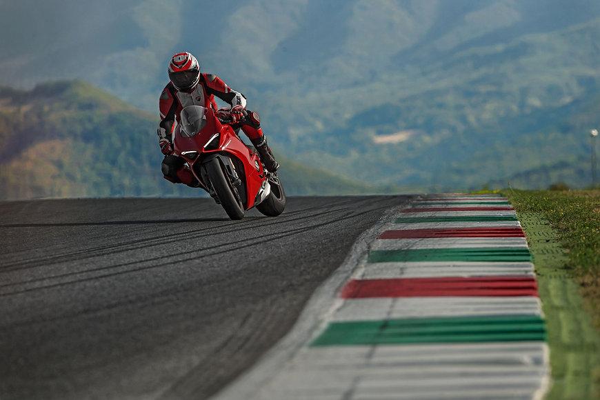 Ducati Panigale V4 S 2019.jpg