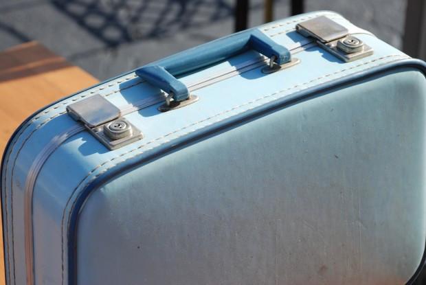 suitcase-blue-vintage-620x415.jpg