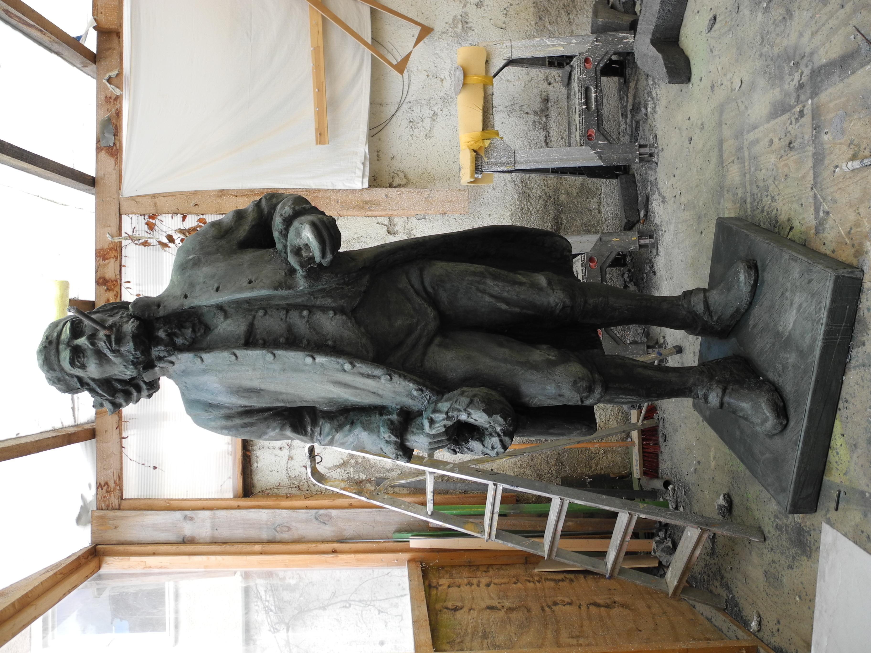 Statue in Bronzeoptik
