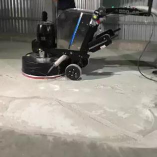 Raspagem de pisos cimentícios
