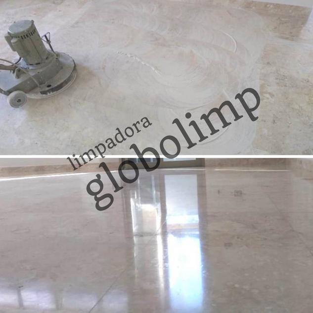 Polimento em pisos de mármore