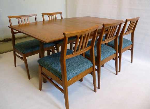 MC Teak Tung Si Table and Chairs