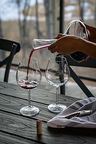 Red wine guide winter bubble. magazine
