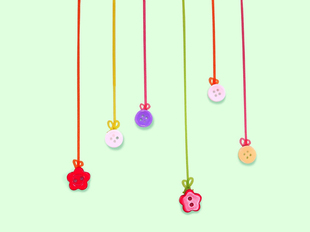 Make baubles out of buttons