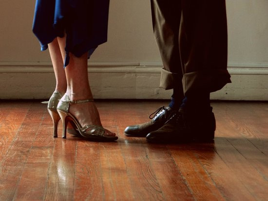 Heel or ball? The secret how to walk right in Argentine Tango