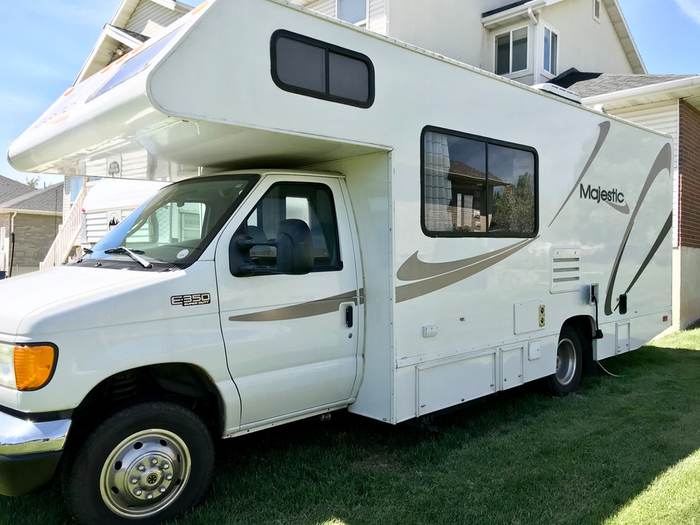 2004 Four Winds Majestic Motorhome--SOLD