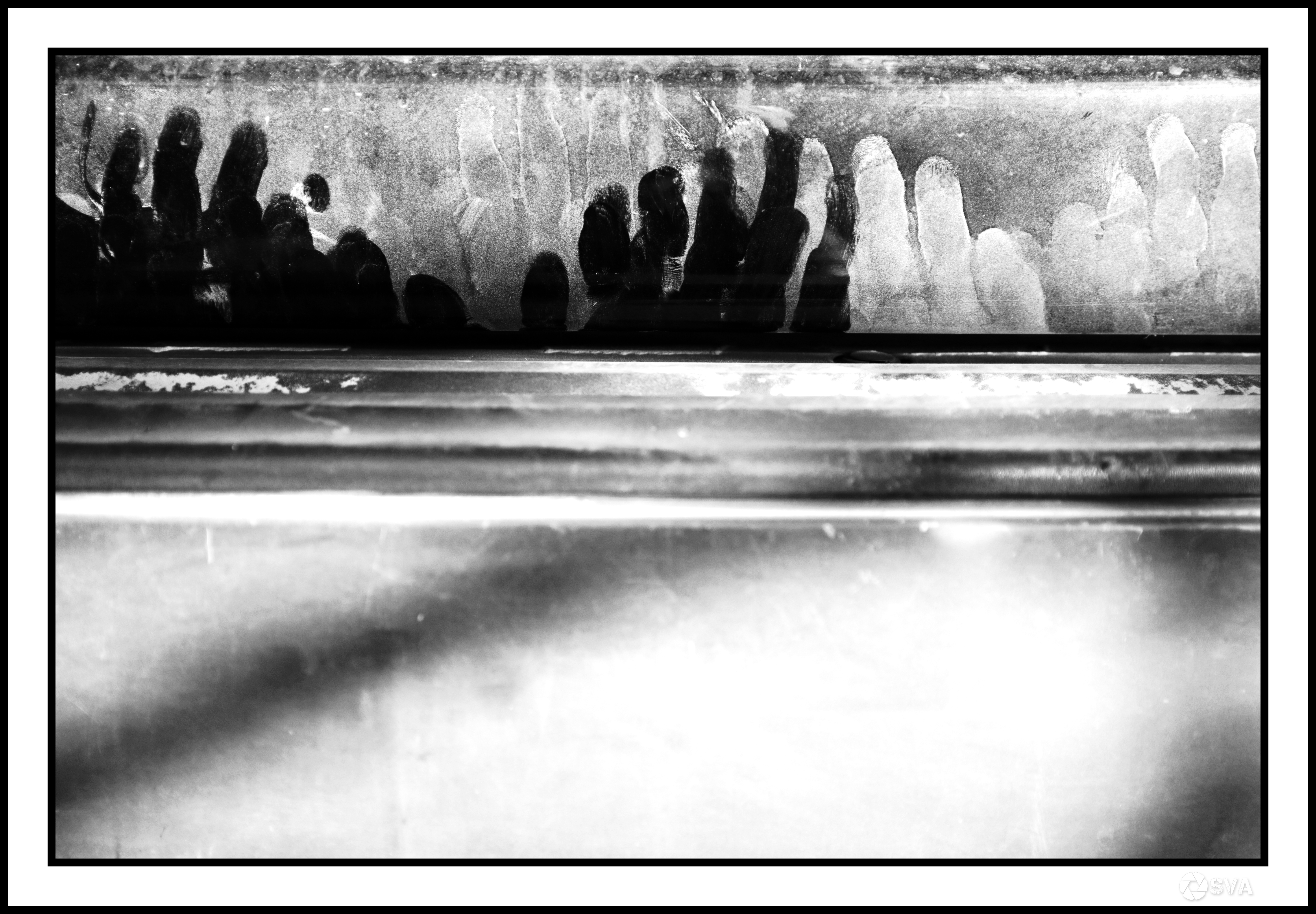 WDILTBT_Traces of black and white dust