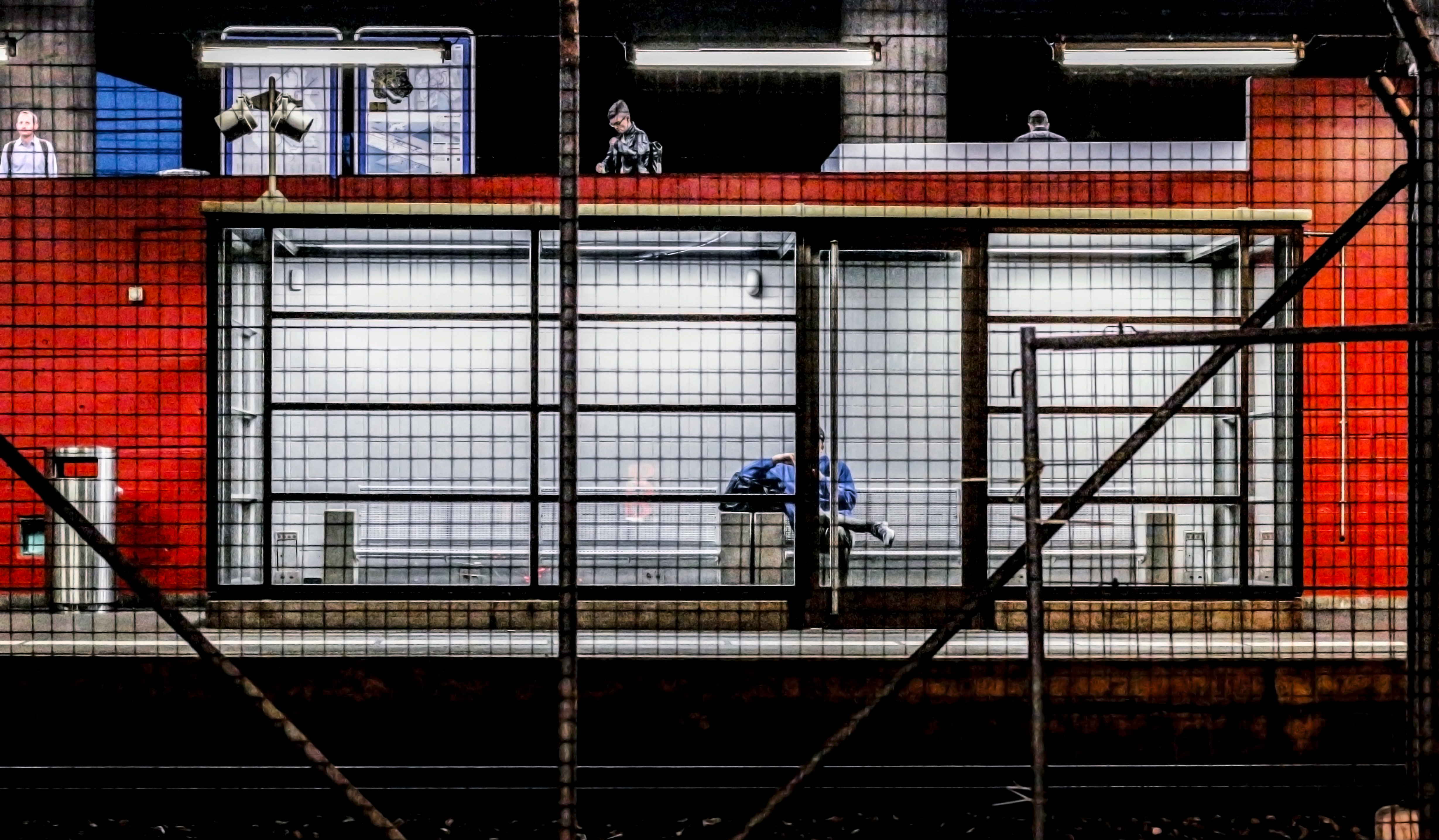 Hardbrücke_trainstations_series_waiting_