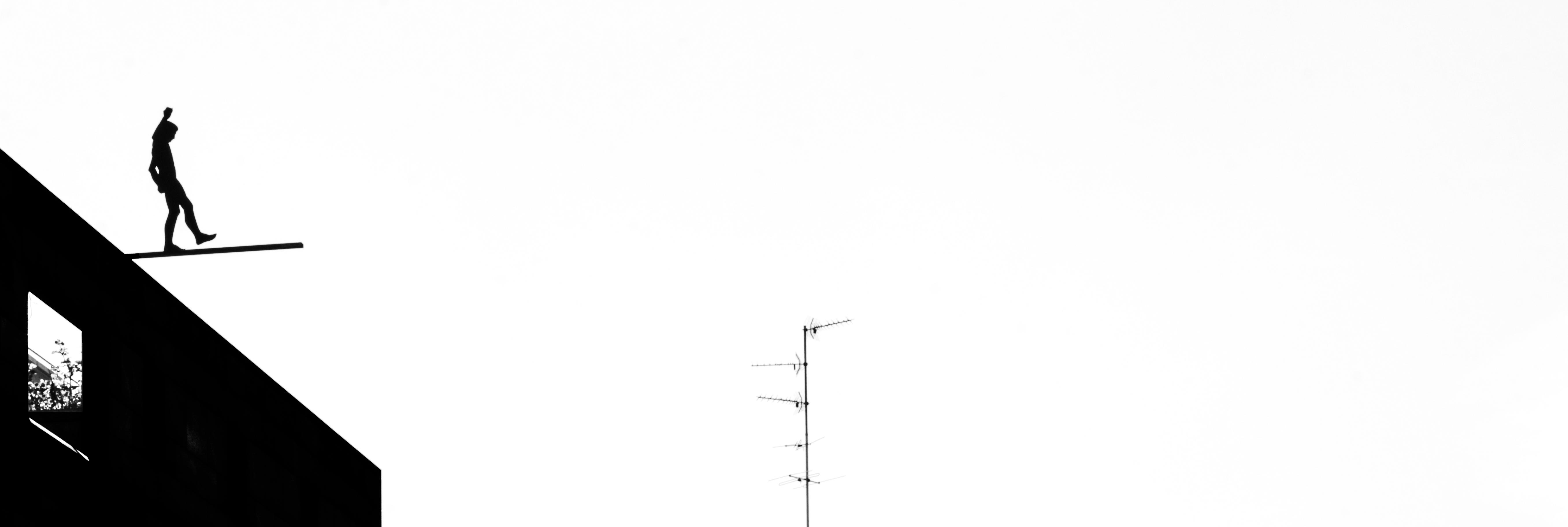 rope walker sky scraper Bales Switzerlan