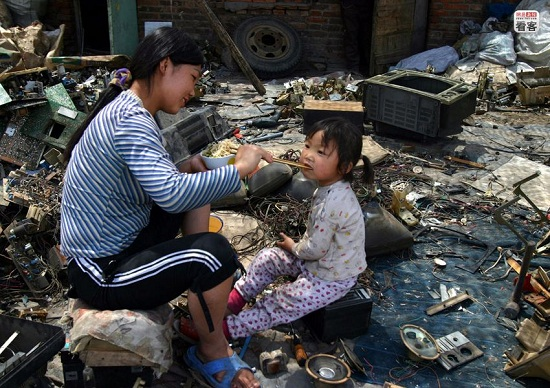 e-waste-in-China-pollutions-20110520010.jpg