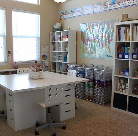 classroom-desk-organization-ideas-pinter