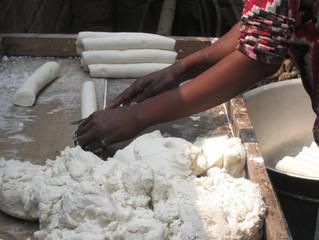 Nous fabriquons notre manioc...