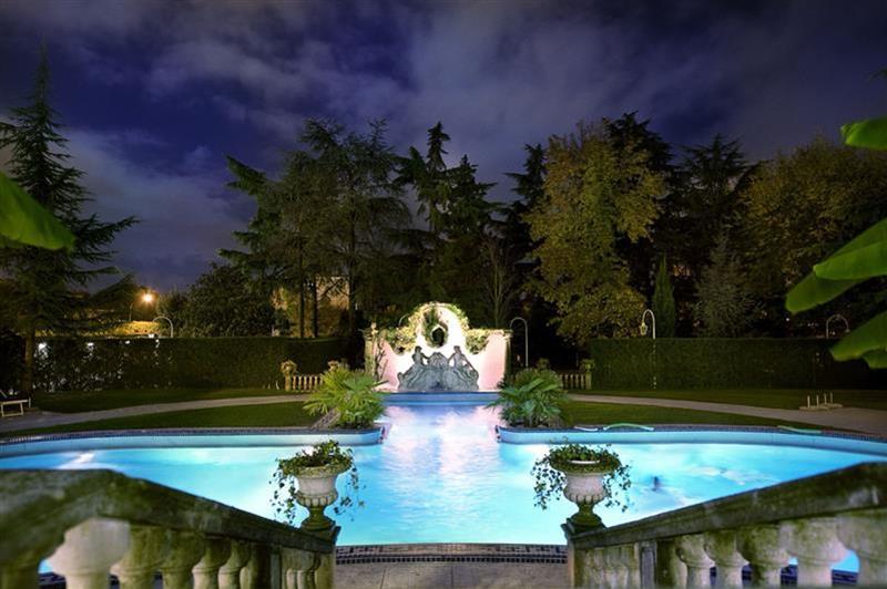 152_piscina-esterna-notturna_Phrot_Img