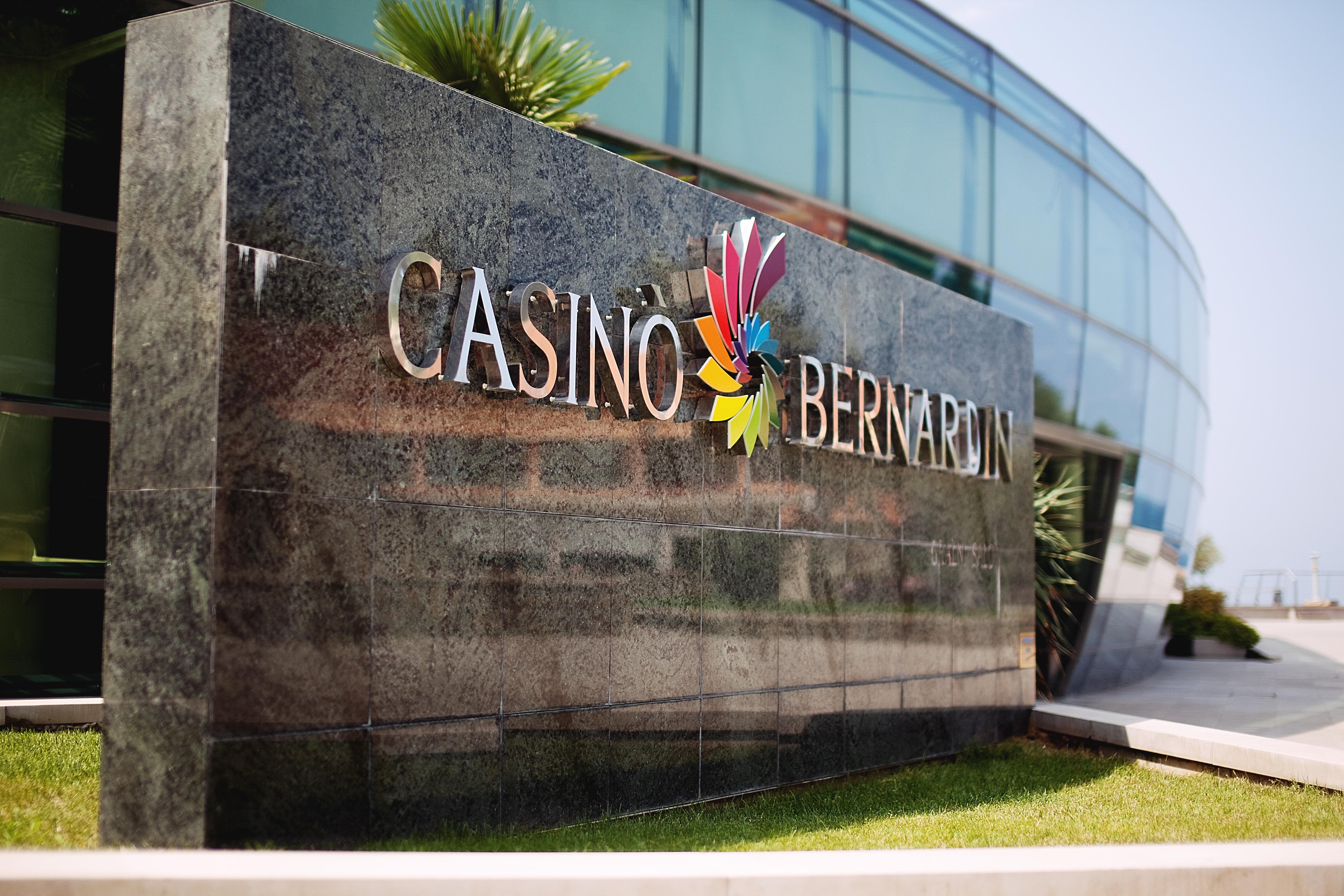 Casino_Bernardin_-_entrance.jpg
