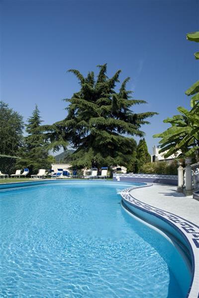 150_piscina-esterna3_Phrot_Img