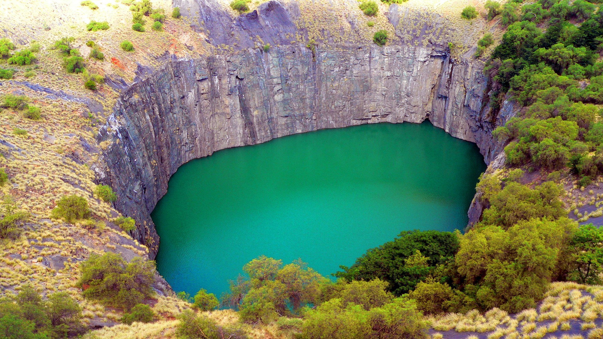 Big-Hole-with-turquoise-green-water-KimberleySouth-Africa-Desktop-Wallpaper-HD-resolution-1920x1080