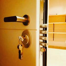 Multi point lock