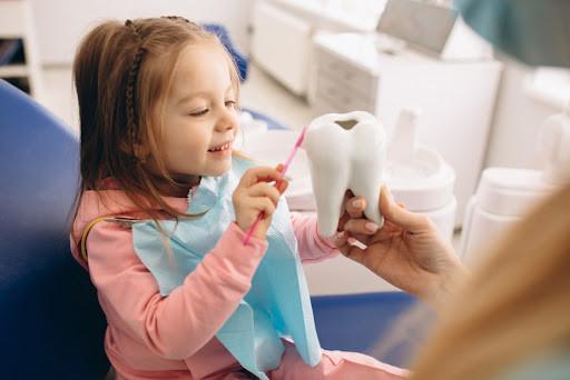 explaining oral higiene to a kid