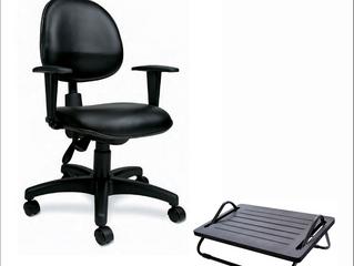 Entenda a relação entre cadeiras e apoio para os pés e economize dinheiro