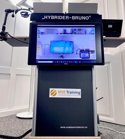 Vorderseite (dem präsenten Publikum zugewandt) des Hybriden Bruno