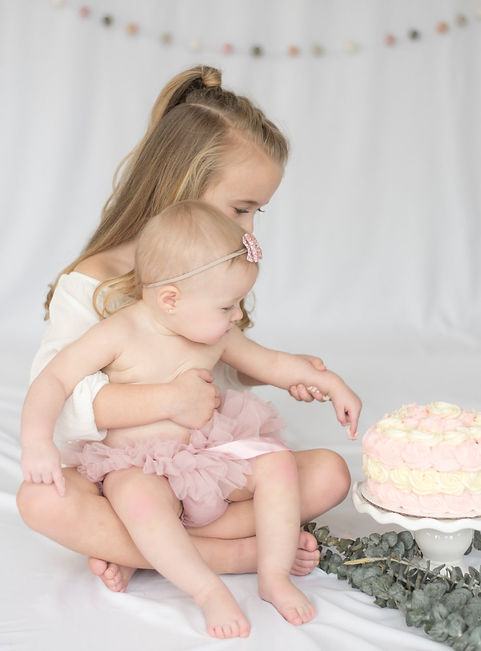 Smash Cake Photo Session - Photo by Photography by Nicole and John