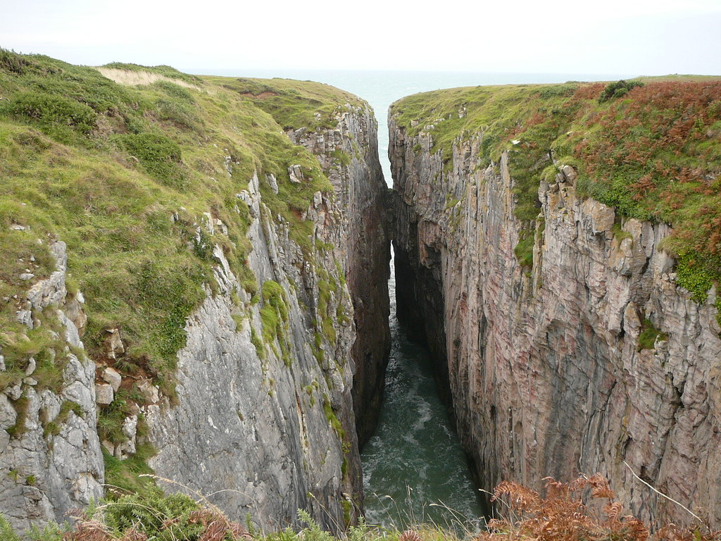 View_into_chasm_known_as_Huntsman_Leap_-_geograph.org.uk_-_2154831