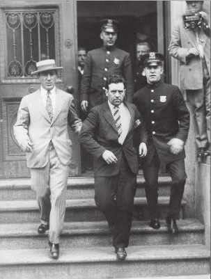 Ludwig H. Lee being escorted from the court house 1927