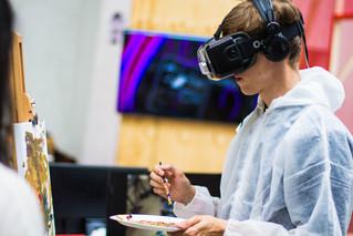 هل يمكن أن تعد برامج قوقل للواقع الإفتراضي والمعزز الأطفال لمهنهم المستقبلية؟