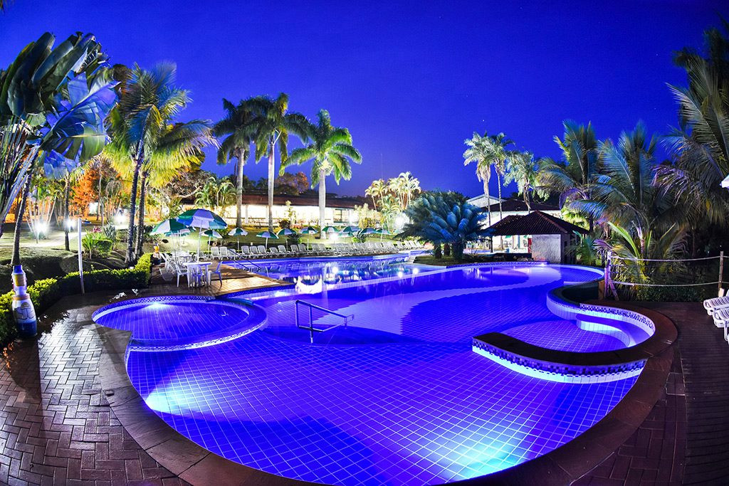 piscina bar molhado