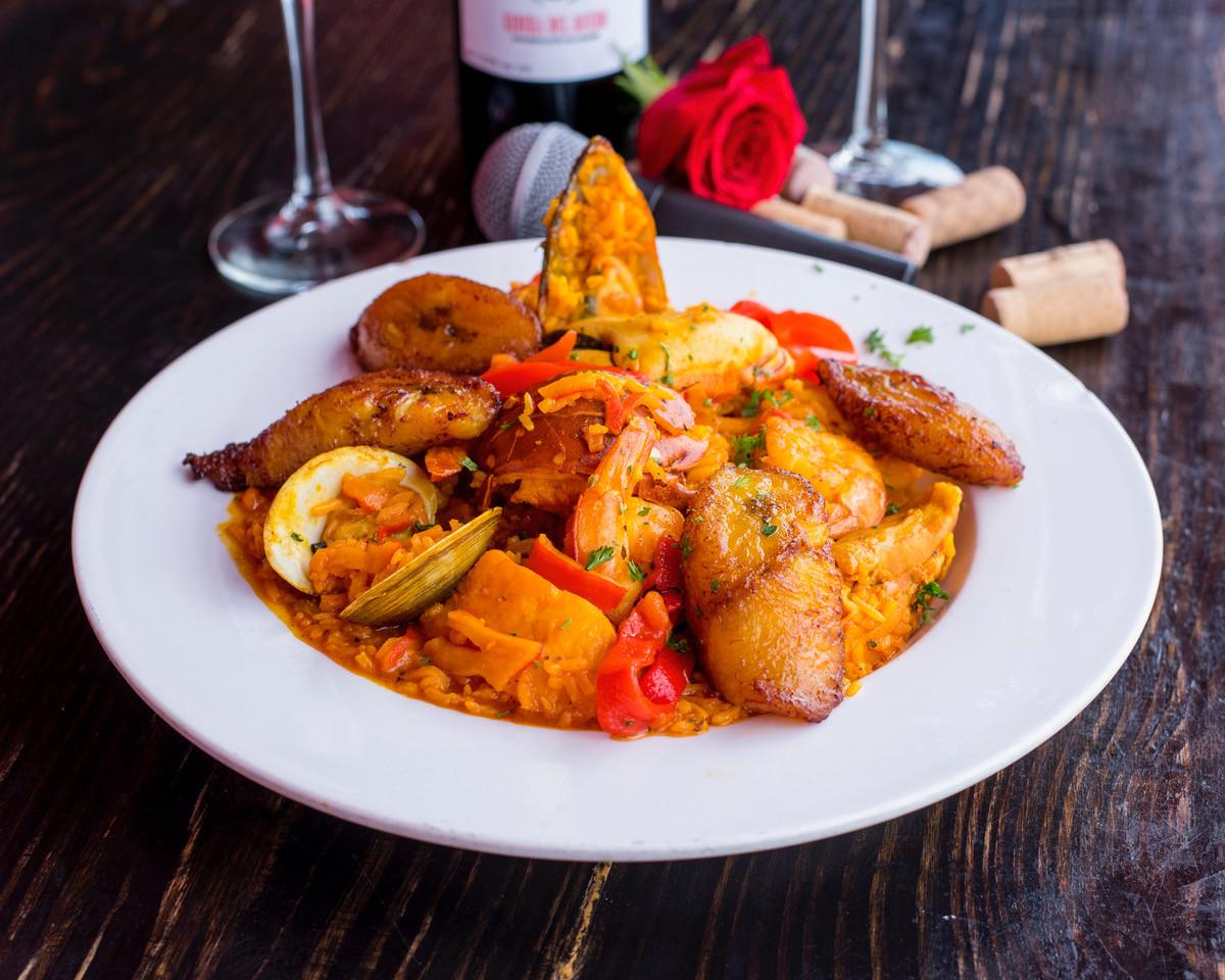 LaBogueditaTapasSteak&Wine_SeafoodPaella