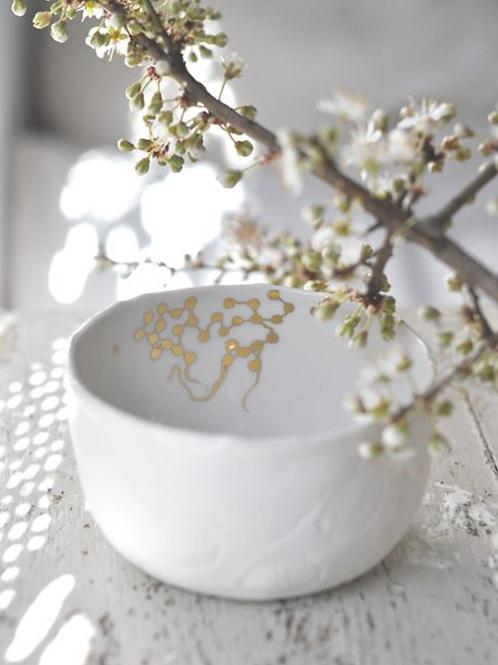 Petit bol en porcelaine blanche fait main
