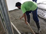 Application of ECOCON lightweight concrete screed to floor for screed arrangement