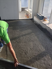 Levelling of ECOCON lightweight cellular concrete screed