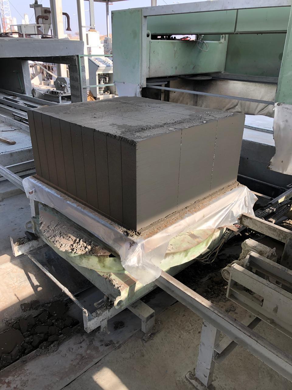 Cutting of ECOCON lightweight cellular concrete blocks