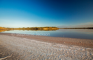 Pink salt lake in Murray Sunset National Park - IMG 1177B