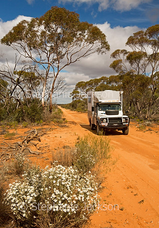Vehicle on outback road in Murray Sunset National Park - IMG 1259
